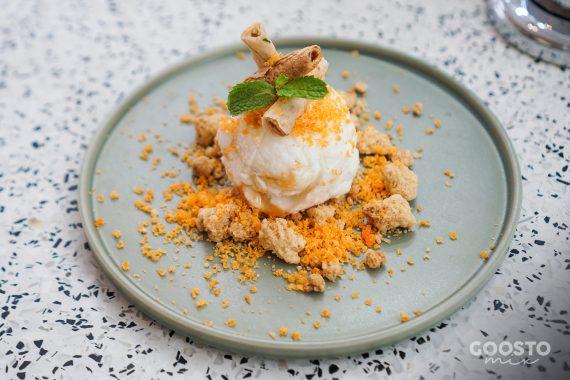 Înghețată cu crumble de pâinici cu scorțișoară