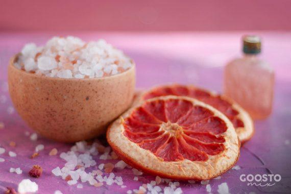 Exfoliant natural cu grapefruit și mușețel pentru corp