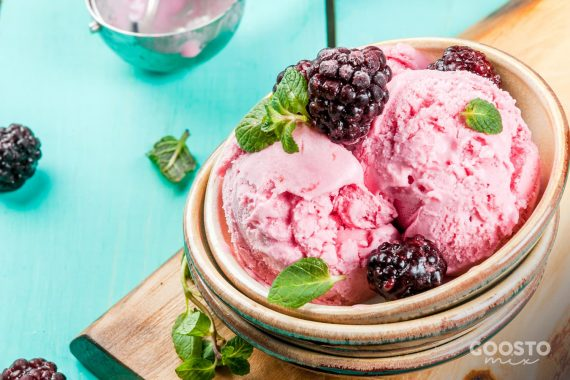 Înghețată aerată de mure și lămâie
