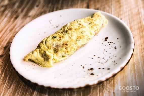 Omletă cu brânză vegetală din caju