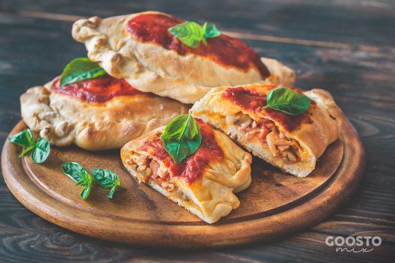 Pizza calzone preparată la Thermomix