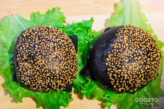 Chifle negre pentru burgeri la Thermomix
