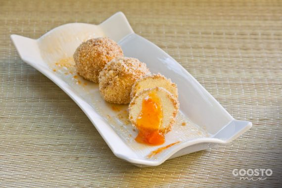 Papanași fierți la Varoma cu topping de pesmet dulce