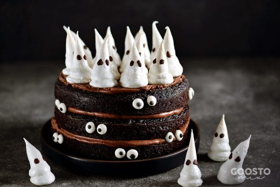 Tort de ciocolată cu cremă de ciocolată și fantomițe la Thermomix