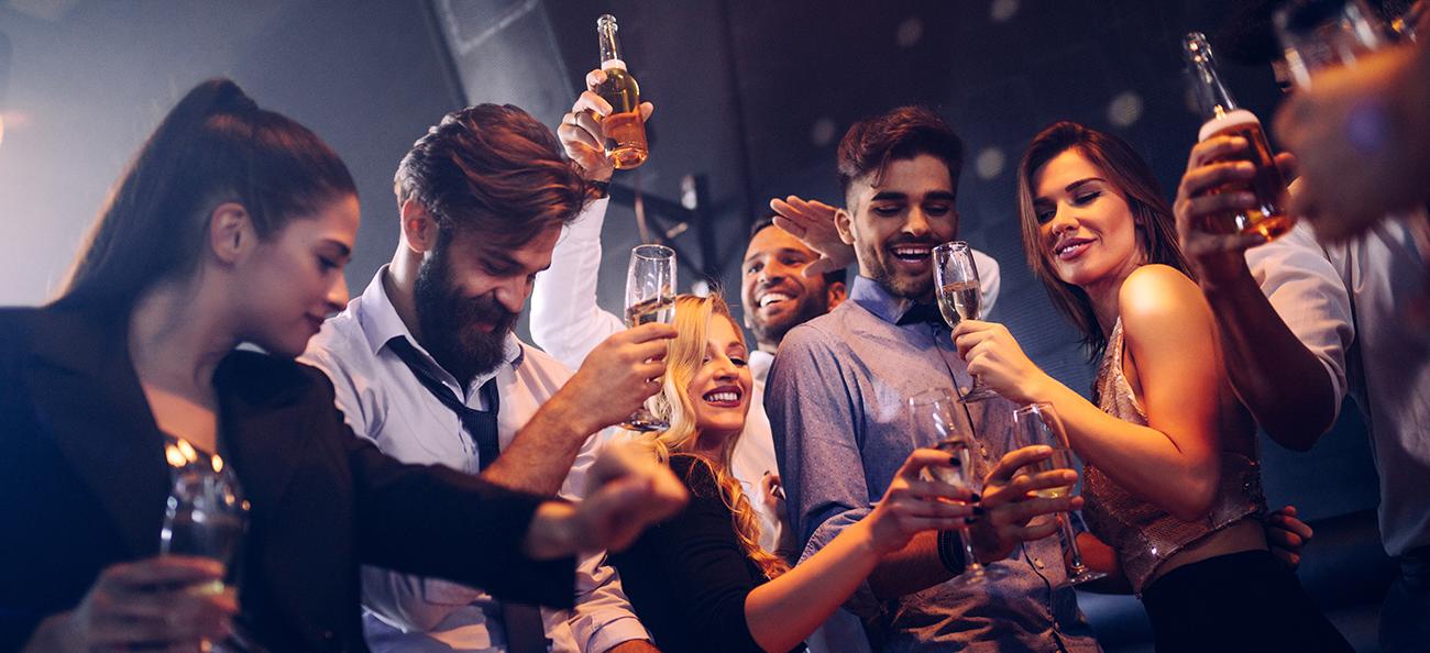 Ai între 24-35 ani și consumi băuturi acidulate, dulciuri și alcool? Iată cum combați efectele lor negative asupra sănătății și tinereții!