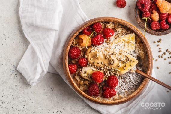 Porridge vegan cu zmeură și chia la Thermomix