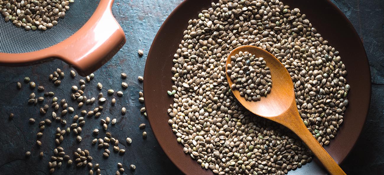 Cum să utilizezi cânepa în alimentație și ce beneficii are pentru organism?
