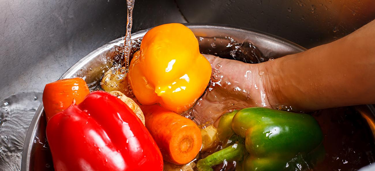 3 diferențe majore pe care le poți întâlni la alimente în funcție de modul în care le speli