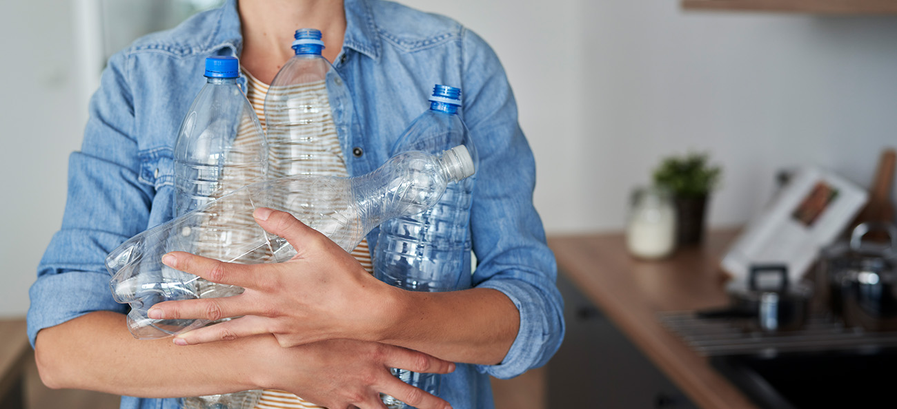 Pericolul din PET-uri – de ce să eviți apa îmbuteliată și cum o înlocuiești?